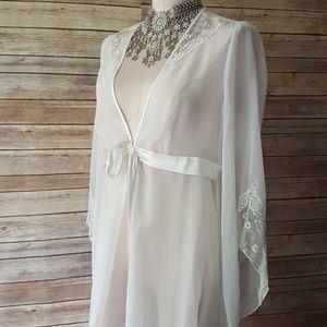 vintage long white robe duster cover up sz medium